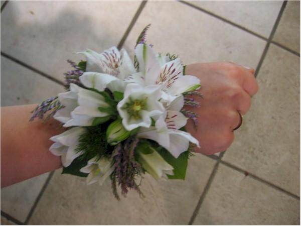 bracelets de fleurs pour mariage prom bal des finissants. Black Bedroom Furniture Sets. Home Design Ideas